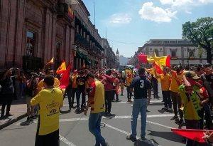 marcha morelia - Aficionados de Monarcas se manifiestan por supuesta desaparición del equipo