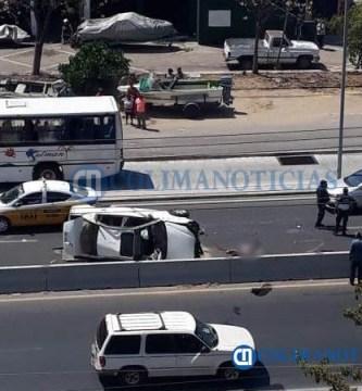 volcadura de auto en Manzanillo - Fallece conductor al volcarse su vehículo en la zona del Tajo