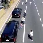 Camioneta Tlaxcala 2 - Camioneta de convoy de AMLO golpea y abandona a uno de sus seguidores