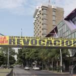 Protesta contra Alfaro - Con lonas y calcomanías piden la renuncia de Alfaro en Jalisco