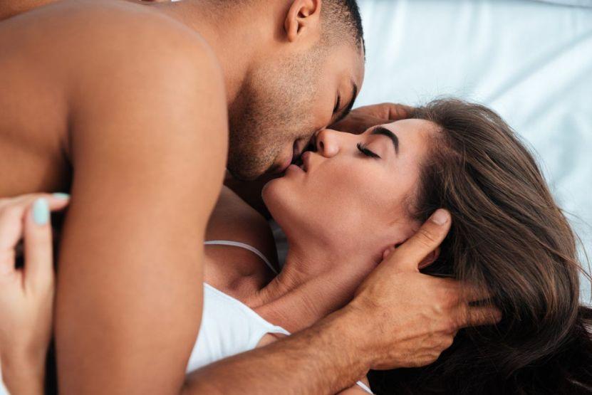 shutterstock 520185928 e1593539601547 - ¿Cómo incide el verano en el deseo sexual?