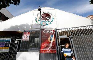 112917 3 mexican consulate scaled - Abren sitio de pruebas de COVID-19 en el Consulado de México en L.A.