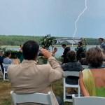 """novio - VIDEO: """"2020 no ha sido el mejor año"""", dice el novio en la boda y el cielo le responde con un rayo"""