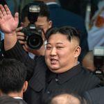 GettyImages 1128337768 - Kim Jong-un reaparece en público para visitar zona afectada por tifón Maysak