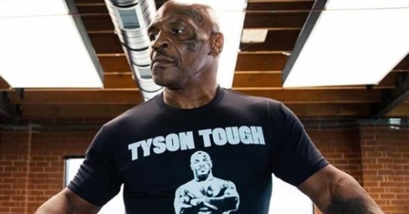 mike tyson 3 web 2 crop1600381215233.jpg 673822677 - A Mike Tyson se le 'pasa la mano' con su entrenador