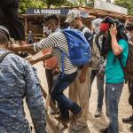 caravana autobus honduras - Un muro de soldados en Guatemala termina con el sueño americano de al menos 2,000 migrantes