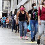 2020 06 17T170149Z 311589014 RC25BH9HD2JO RTRMADP 3 HEALTH CORONAVIRUS VENEZUELA REOPENING scaled - Venezuela sobrepasó los 102 mil contagios por coronavirus, según el régimen chavista