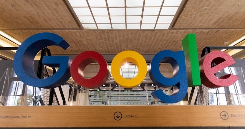 google letrero - Las demandas contra Google por monopolio se agolpan: van más de 38 estados de EU en sólo 2 meses