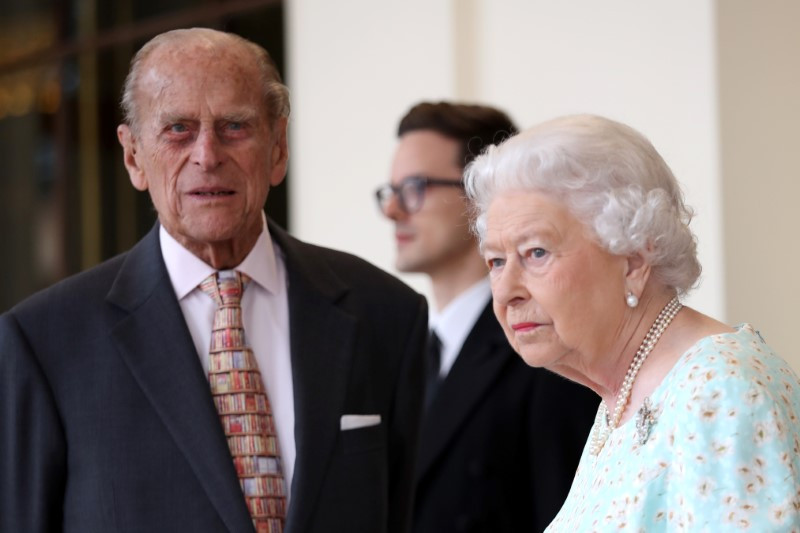 2017 11 20T160127Z 1 LYNXMPEDAJ196 RTROPTP 3 REALEZA ANIVERSARIO - Las inocultables discusiones en público de la reina Isabel II y su marido