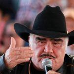 8 11 - Escándalo envolvió a Vicente Fernández tras su VIDEO tocando el pecho de una fan