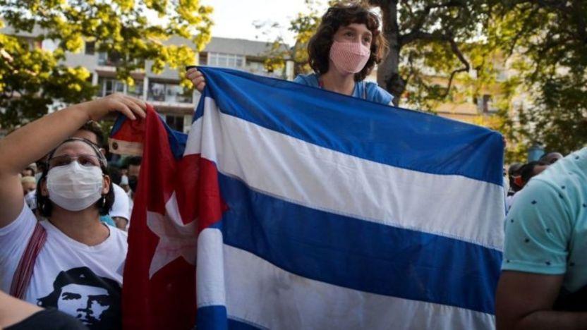 """Cuba protestas 116323422 gettyimages 1229862939 - Cuba emprende el """"Día Cero"""" del ordenamiento monetario y de profundas reformas económicas"""