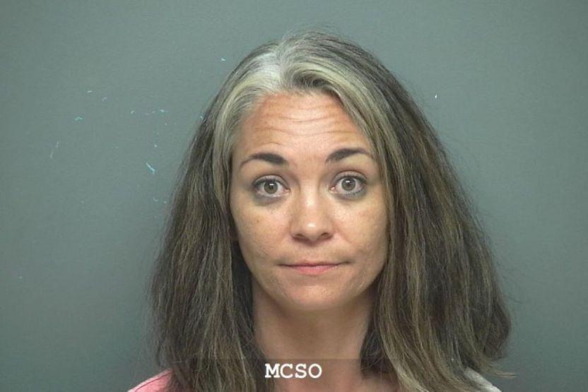 """HARGhargraves - """"Perras sucias"""": Antes de la violencia en el Capitolio mujer de Texas amenazó con un Taser a dos mujeres y las insultó"""