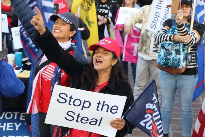 IMG 6731 - LAPD dispersa una pequeña protesta de trumpistas en Los Ángeles