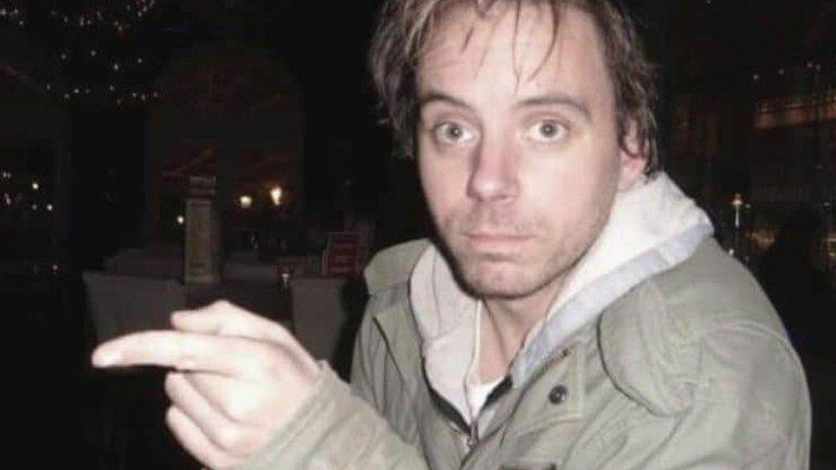 S3IO7YVL7RHPFGURQYSWELYAFM - Una crítica lo destruyó como actor, terminó en la calle pidiendo limosna, pero una idea lo convirtió en millonario