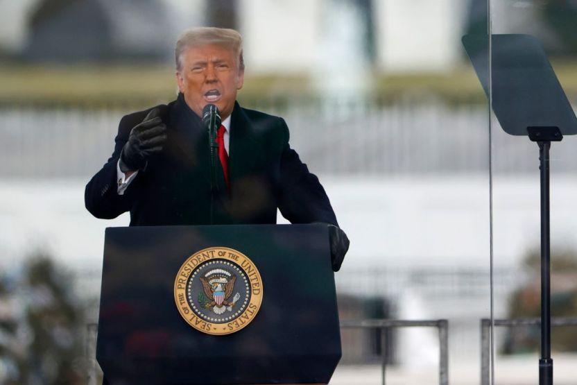 Trump GettyImages 1294908903 - Lisa Murkowski: la primera senadora republicana que pide la dimisión de Trump