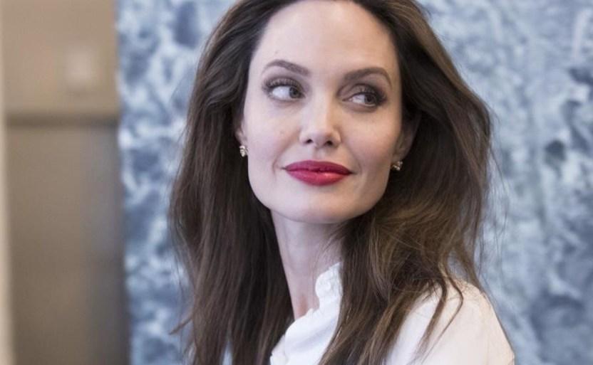 angelina molesta ap crop1609437787987 crop1609441071861.jpg 242310155 - ¿Despierta en Angelina Jolie los celos por Jennifer Aniston?
