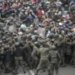 enfrentamientos policia guatemala caravana migrantes 0 23 1024 637 - Guatemala impide avance de caravana migrante ante la detección de casos positivos de Covid
