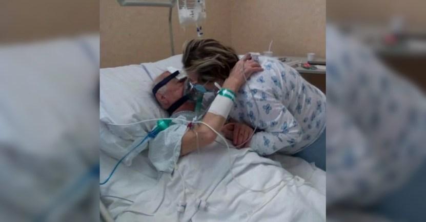"""esposos beso covid hospital - Besó a su esposo internado por COVID-19, luego de ella recuperarse: """"Me voy a casa, te esperaré"""""""