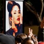 """fans selena ap crop1611069118326.jpg 242310155 - """"Envidiosos"""" estalla padre Selena Quintanilla contra La Mafia"""