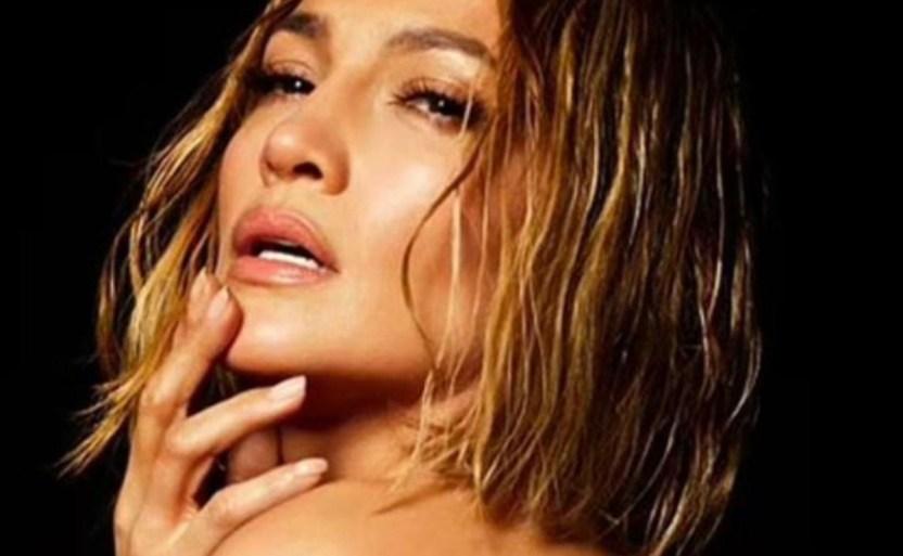 jennifer lopez 2 crop1611164079618.jpg 242310155 - ¡Estilo Baywatch!, Jennifer Lopez se lució y Maluma reaccionó