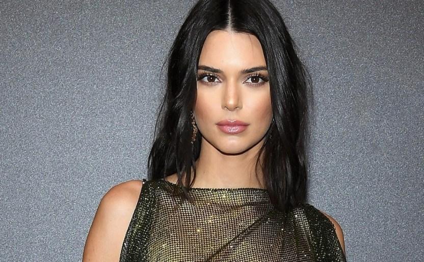 kendall ap crop1609956736856.jpg 242310155 - Descubre Kendall Jenner su torso y deja poco a la imaginación