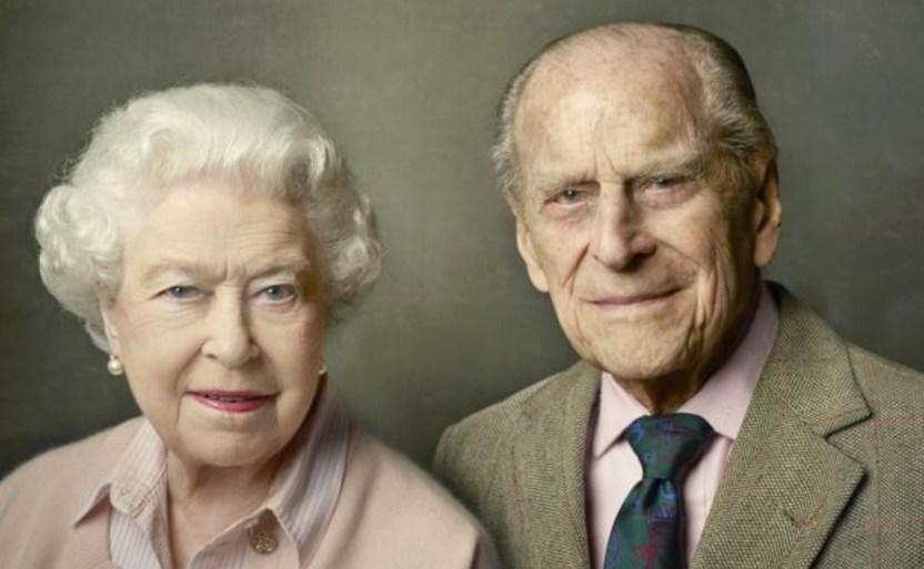reyes ap 1 crop1610381599558 crop1610381718708.jpg 242310155 - Vacuna llega a reina Isabel y Felipe en cumpleaños de Kate