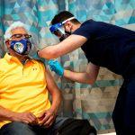 Covid vacuna 613a73656cfc346edf32255ccdc13762f4e5f56d - Los Ángeles sobrepasa la cifra de 20,000 muertos por COVID-19