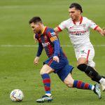 messi 0227 efe - Con Leo Messi brillante, el FC Barcelona derrotó al Sevilla y respira nuevamente en La Liga