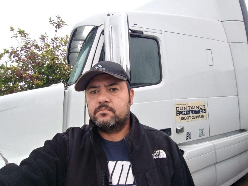 JUAN CARLOS GIRALDO Y SU CAMION - Camioneros se quejan ante Cal/OSHA y piden seguridad a las autoridades del Puerto de Los Ángeles