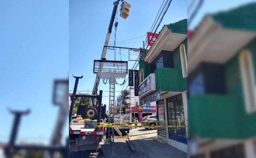 anuncio retirado culiacan 1.jpg 242310155 - Retiran anuncio peligroso para la ciudadanía en Culiacán