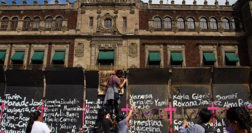 """cuartoscuro 803570 digital - """"Estamos con ustedes"""", dice el Inmujeres a las mujeres que protestan en la valla de Palacio Nacional"""