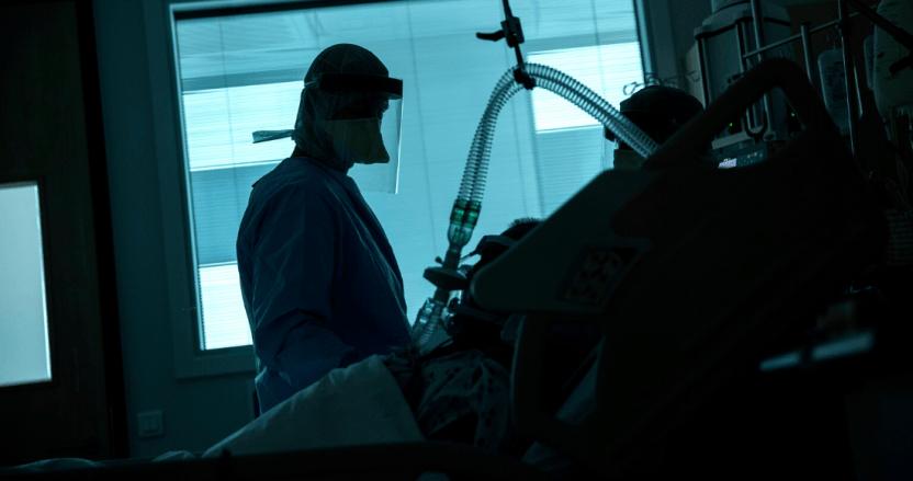 1100 francisco seco  ap - El SARS-CoV-2 no infecta al cerebro, pero sí causa daños neurológicos, revela informe de autopsias COVID