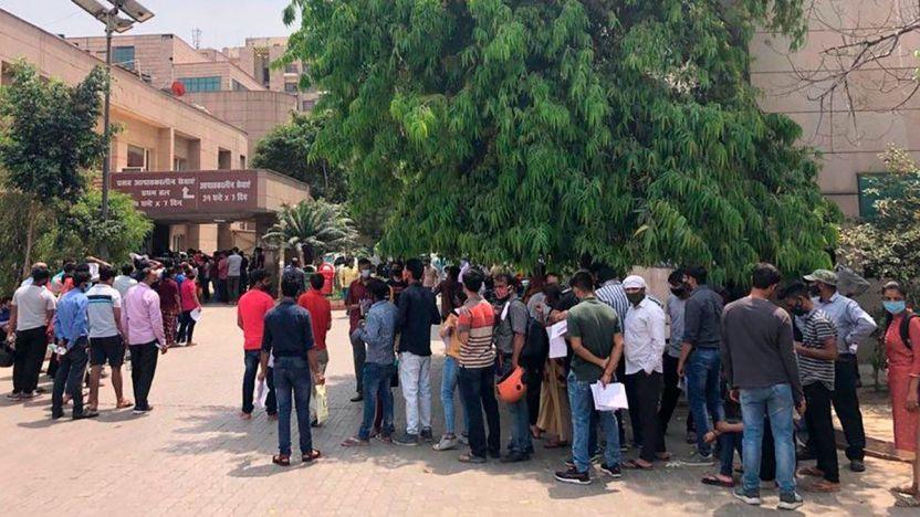"""118076668 whatsappimage2021 04 16at12.09.45pm 1 - """"Dondequiera que mires hay ambulancias y cadáveres"""": cómo la segunda ola de la pandemia de coronavirus está devastando al estado más poblado de India"""