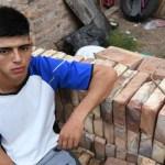 joven albanil arquitecto - Joven albañil que mantenía a su familia fue becado para ser arquitecto. Sueña con una vida mejor