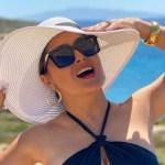 salma hayek 1.jpg 242310155 - Abre su bata Salma Hayek y paraliza las redes desde la playa