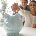 22 dinero pareja ahorro separado finanzas peleas matrimoniales - Mujer cree que no compartir dinero con su esposo es clave en su relación. Menos plata y más romance