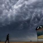 """dubai hace llover - Dubái """"siembra"""" sus nubes y hace llover de manera artificial. Los acusan de """"jugar a ser Dios"""""""