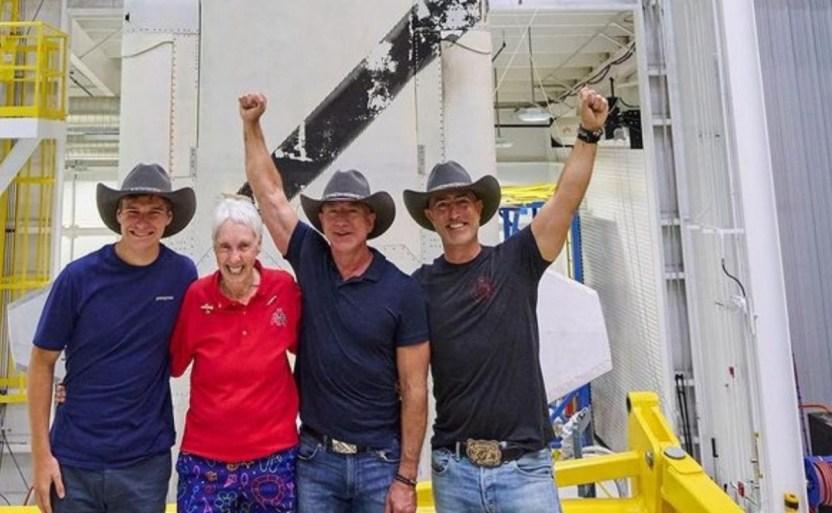 jeff bezos crop1626629046250.jpg 242310155 - Así viajara Jeff Bezos al espacio en el Blue Origin