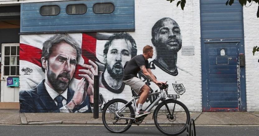 mural inglaterra - Boris Johnson anuncia mano dura de su gobierno contra ataques racistas online – SinEmbargo MX