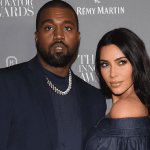 1kimkard crop1630087082040.png 242310155 - Kim Kardashian y Kanye West recrean su boda y son tendencia