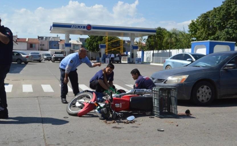 856ab4f1 4914 4dc2 beea d5c132ecc483 crop1628201392142.jpg 242310155 - Motociclista es arrollado por auto frente a Bomberos en Guasave
