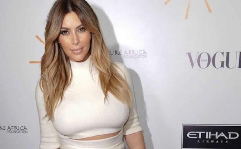 kim kardashian empresaria ap.jpg 1930046952 - Kim Kardashian saca su disfraz de alas ¡con encaje blanco!