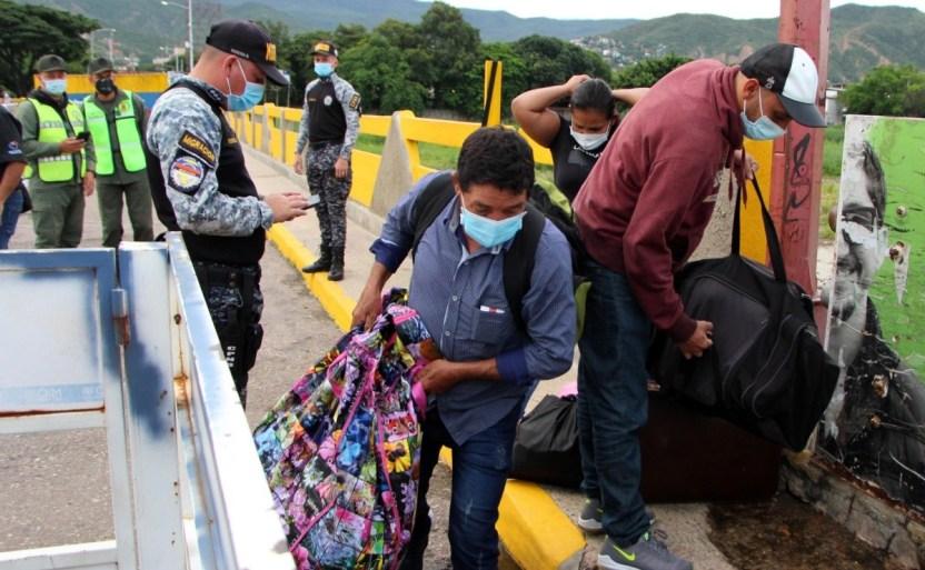 migracixn de venezolanos a colombia crop1628330953951.jpg 242310155 - Cientos personas huyen de Venezuela cada día, según la OEA