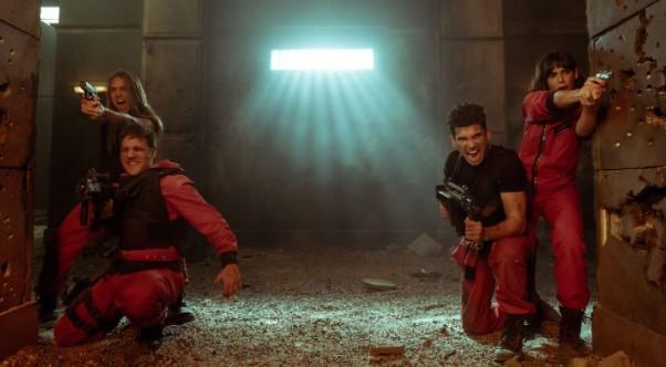 """Screenshot 3 3 - Pelucas, pistolas y hasta lentes: Qué se """"robaron"""" los actores de """"La Casa de Papel"""""""