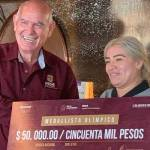 aremi  - Con cheque inexistente premian a medallista Aremi Fuentes