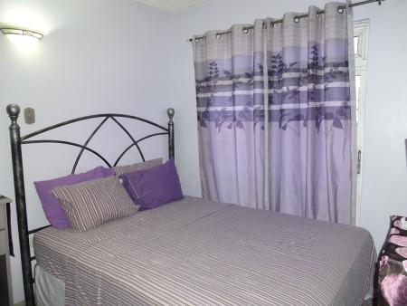 vacation-apt-1-bedroom-queen-size-bed