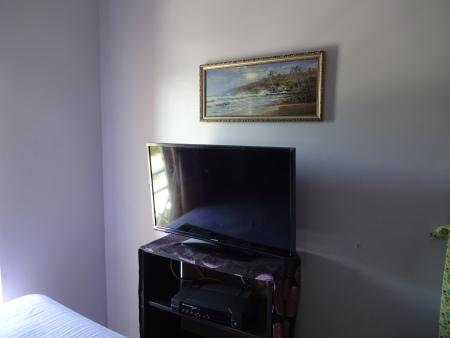 vacation-apt-1-flat-screen-tv-in-bedroom