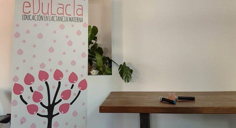 Banner y mesa de presentación de la I jornada de la lactancia materna de Edulacta