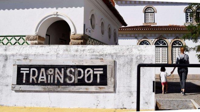 Entrada del alojamiento train spot en beira portugal