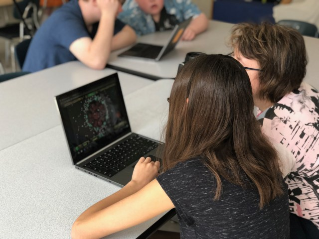 Students playing Geniventure.